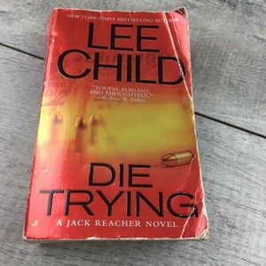 """LEE CHILD """"Die Trying"""" soft cover book"""